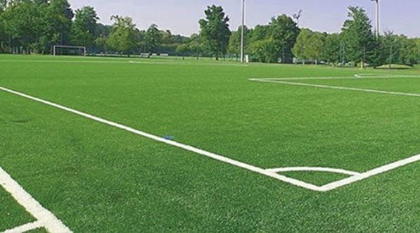 Rénovations des terrains de grands jeux réalisés en gazon synthétique