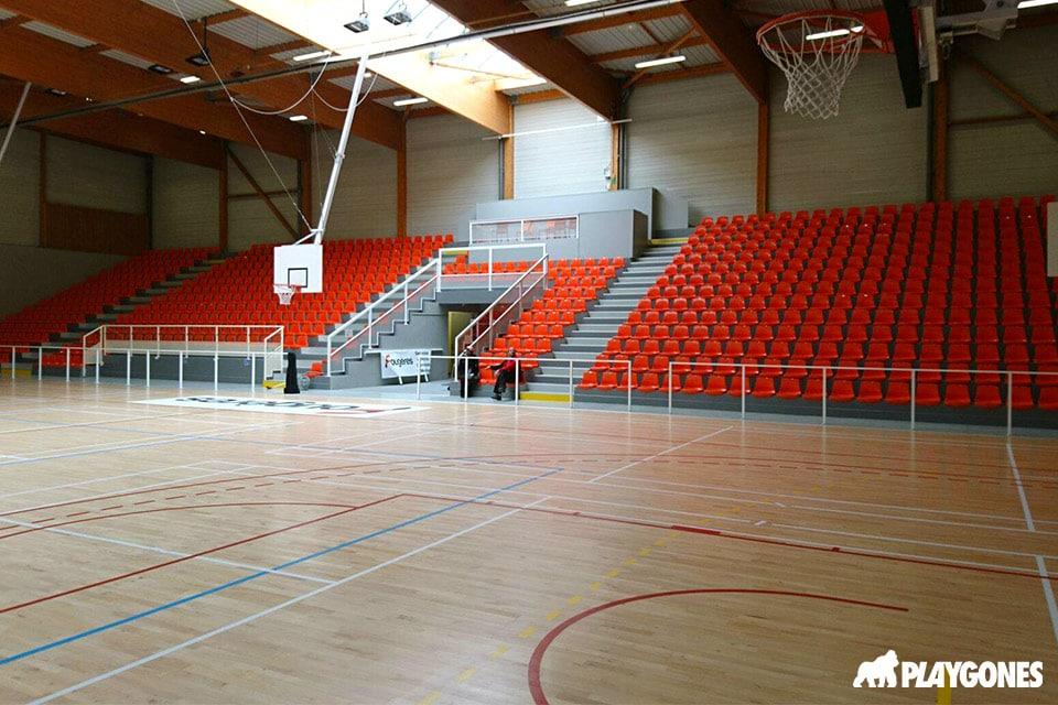 Fourniture et pose des tribunes du gymnase de Fougère