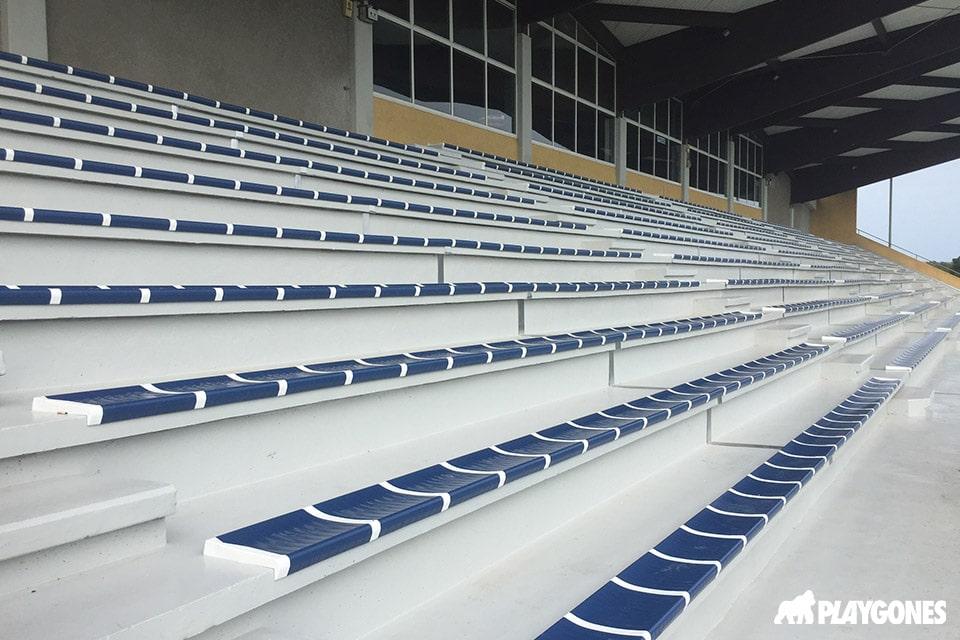 Habillage complet des tribunes du stade de Leucate
