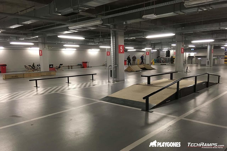 Un parking réhabilité en skatepark en bois