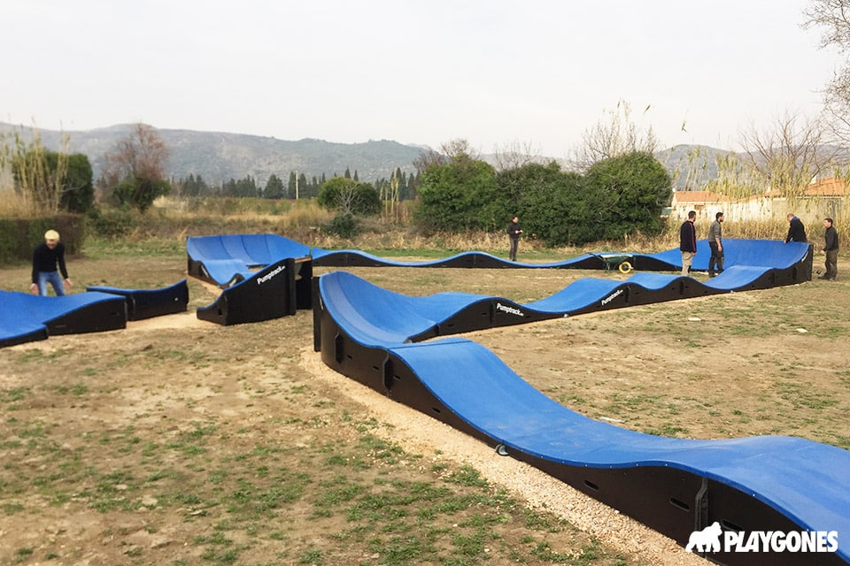 Pose des modules de Pumptrack