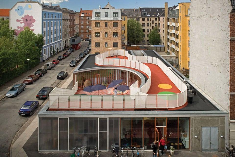 Aire de jeux sur le toit d'une garderie au Danemark