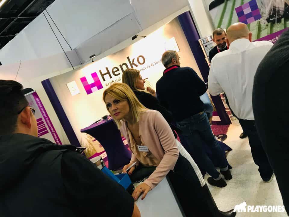 Henko, numero 1 européen des accessoires pour la pose de gazons synthétiques.