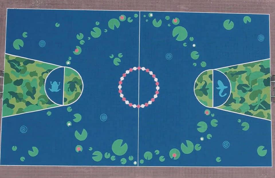 L'artiste Tuch repeint un playground pour la commune de Mechelen, en Belgique