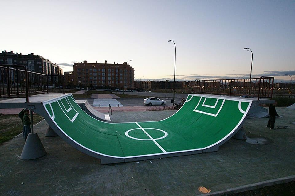 oeuvre artistique ludico sportive, la rampe foot par Urban spy